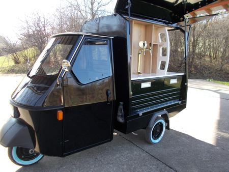 Piaggio Bar tuk tuk food truck