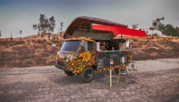UAZ 452 Bukhanka - Russian food truck